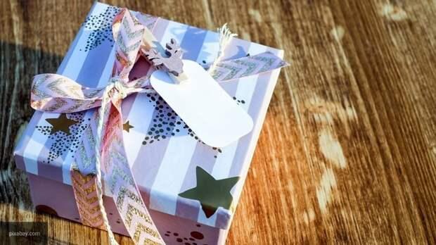 Сахалинские волонтеры осчастливили одиноких пенсионеров подарками и мини-представлением