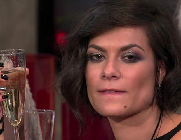 Участница шоу «Холостяк» переборщила с шампанским и устроила перебранку