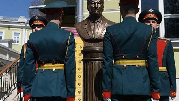 """На """"аллее правителей"""" установили бюст Ельцина"""