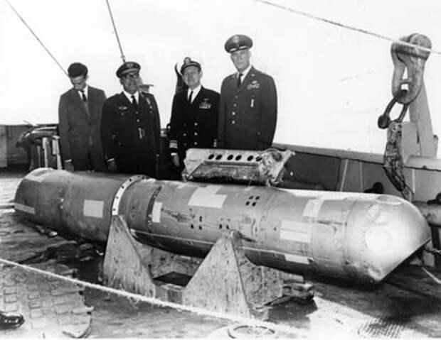 Как Америка на Испанию четыре ядерные бомбы скинула