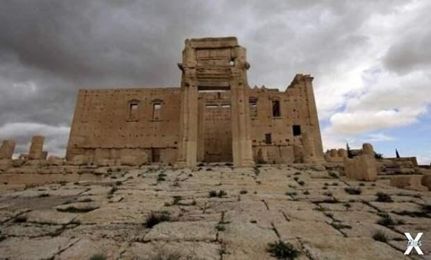 Руины финикийского храма в Сирии. Сов...