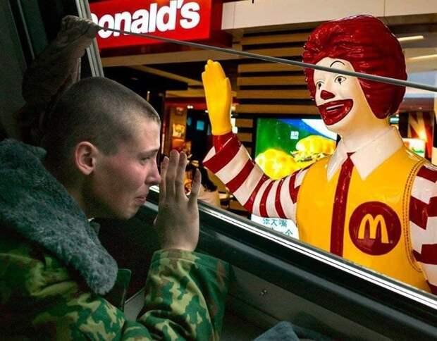 """Бывший сотрудник подал в суд на """"Макдоналдс"""" – его уволили из-за призыва в армию. Ян..."""