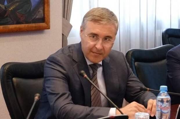 Министр науки РФ зарабатывает в 25 раз больше ученой из Новосибирска
