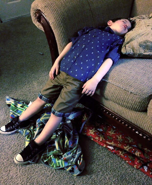 funny-kids-sleeping-anywhere-101-57a9e847d0a4a__605