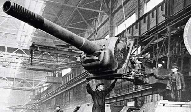 В СССР львиная доля бюджета выделялась на оборонную промышленность / Фото: vpk.name