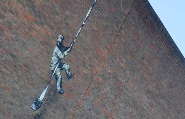 Бэнкси или не Бэнкси, Уайльд или не Уайльд? Странное граффити появилось на стене Редингской тюрьмы