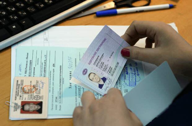 Совет юриста: за какой срок до окончания водительских прав их нужно менять?