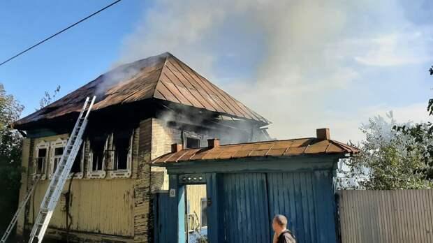 Дом и баня загорелись на улице Азина в Ижевске