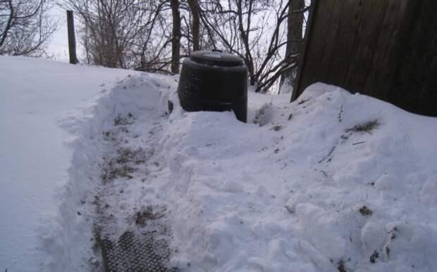Компостная бочка в снегу