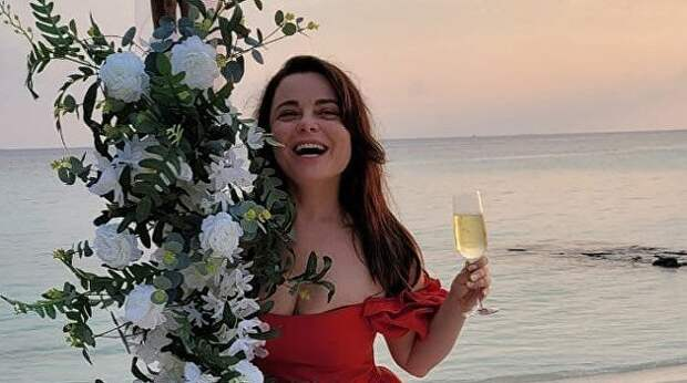 «Всёжаловались»: Королеву захейтили задорогой отдых наМальдивах