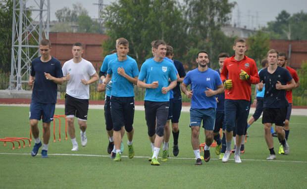 Сборная России подарила мяч ЕВРО 2020 школьнице из Багана