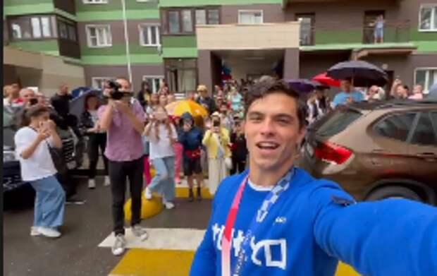 Олимпийского чемпиона тепло встретили в соседнем с Митино Путилкове