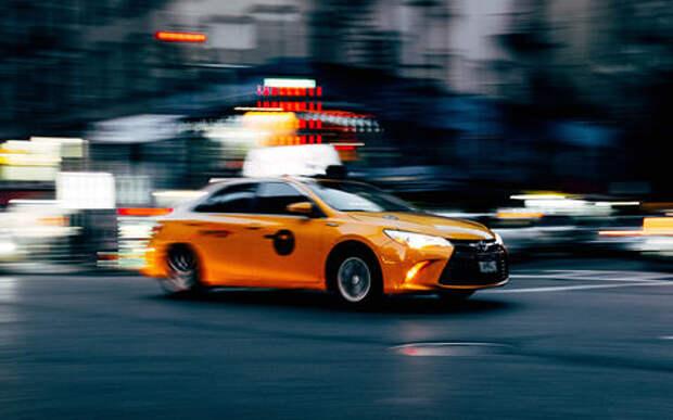 Аналитики при правительстве: такси безопаснее личной машины. Вы им верите?
