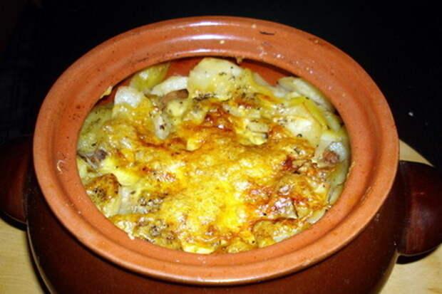 Фото к рецепту: Картошка в горшочках с мясом
