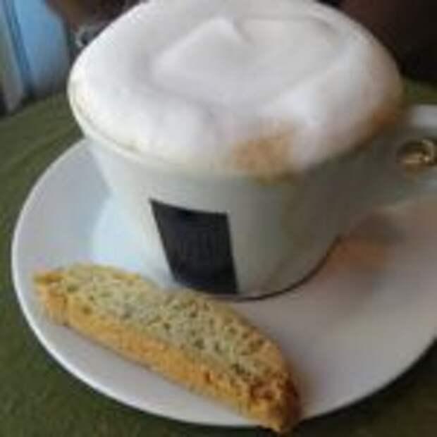 """Кофе латте """"Малиновый трюфель""""."""