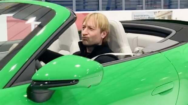 Плющенко на Porsche выехал на лед своей академии: видео