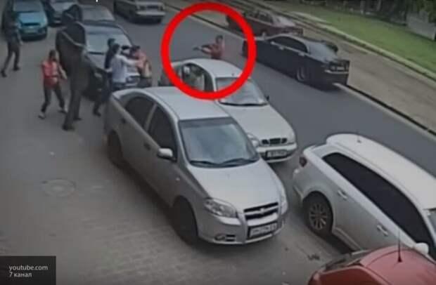 Очевидцы показали на видео, как в Одессе происходят «разборки» со стрельбой