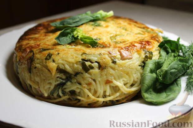 Запеканка из спагетти, со шпинатом и ветчиной
