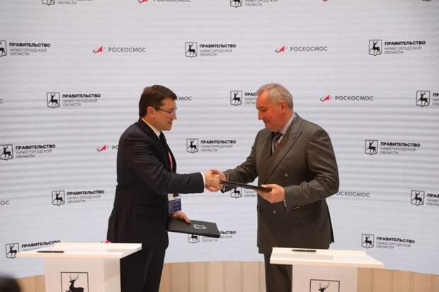 Глеб Никитин иДмитрий Рогозин подписали соглашение осотрудничестве врамках ПМЭФ-2021