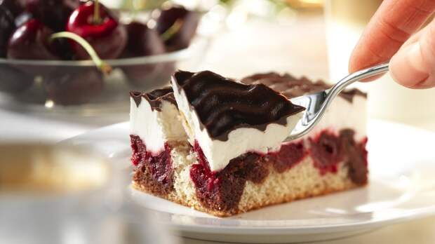 вишневое пирожное