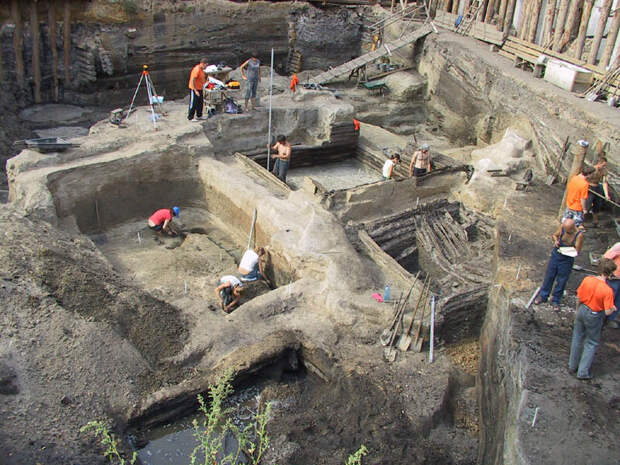Вид на раскоп. Источник фото: http://foto.archnadzor.ru/Podol/