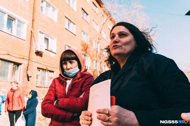 «Вы хотите завтра приехать сюда на трупы?»: репортаж из дома, где обрушилась кирпичная стена