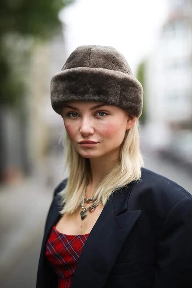 Меховая шапка – тренд 2020. /Фото: images11.cosmopolitan.ru