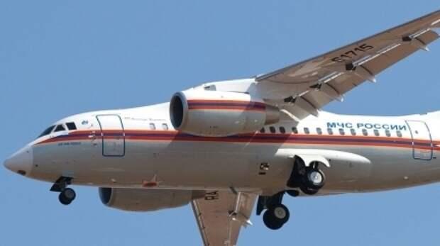 Спецборт МЧС приземлился на казанском аэродроме