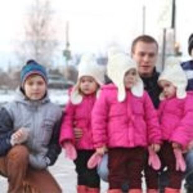 После смерти жены мужчина в одиночку растил 6 детей. Только взгляните, как его отблагодарила судьба!