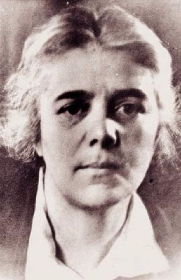 Елизавета Яковлевна Эфрон посвятила свою жизнь своим близким людям и служению искусству. Долгие годы  преподавала художественное слово в театре Моссовета.