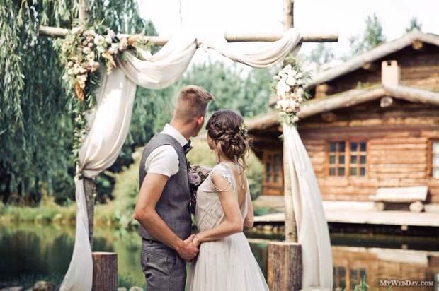 Все тянул со свадьбой, тянул. Но как только я получила наследство, стал буквально за руку тащить в ЗАГС