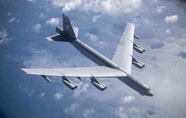 Бомбардировщики США отработали условный массированный удар по России со стороны Арктики
