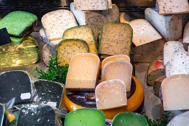 Как подать на стол сыр