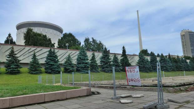 """Вид на панораму """"Сталинградская битва"""" со стороны Волги"""