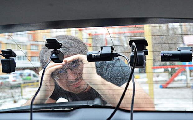 Супертест двухкамерных видеорегистраторов Full HD