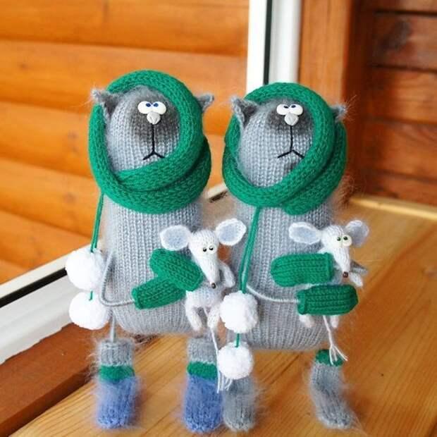 Вот такие получились симпатичные вязаные котики) Они просто прелесть! правда?)))