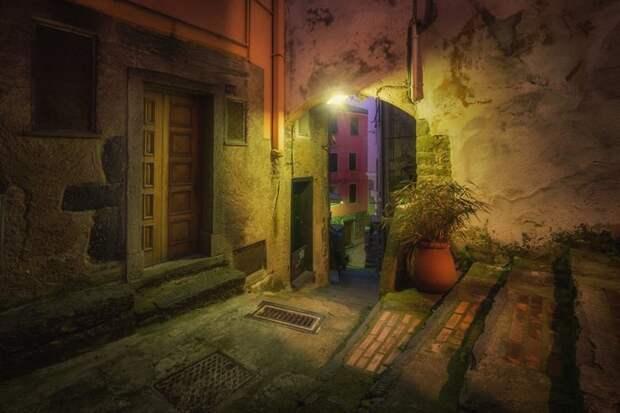 Сказочные разноцветные улочки Чинкве-Терре Чинкве-Терре, глухие, италия, переулок, старинные места, улицы, улочки, фотограф