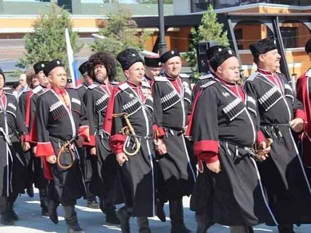 В параде Победы на Красной площади приняли участие казаки-буддисты