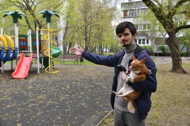 Житель Южнопортового пытается приучить соседей убирать за питомцами