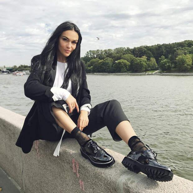 Из секс-бомбы в тургеневскую барышню: что носит Алёна Водонаева после свадьбы