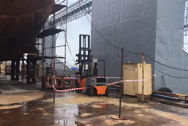 ЧП на судостроительной верфи в Керчи — пострадал мужчина