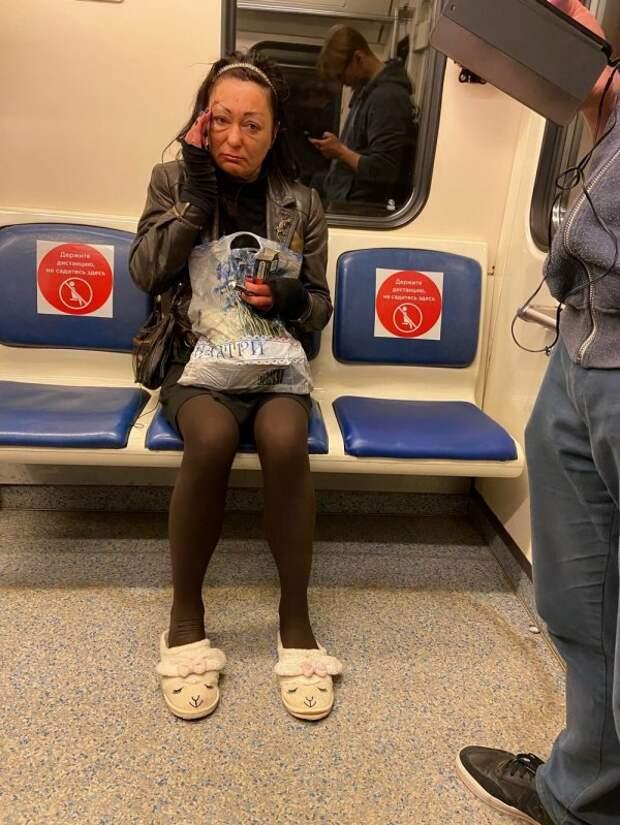 женщина в тапочках