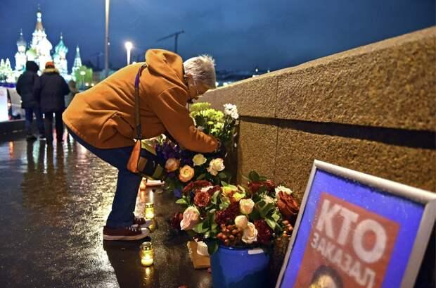 Волонтеры предположили, зачем полиция уничтожила мемориал памяти Немцова
