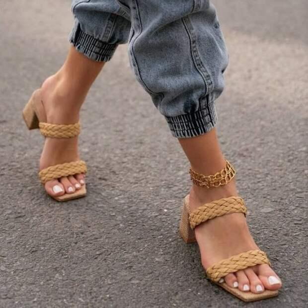 Женские сандалии: трендовые модели на лето 2021