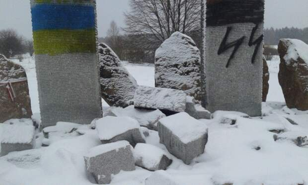 Тот самый разрушенный памятник в Гуте Пеняцкой