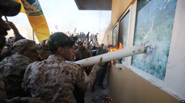 ВБагдаде ночью штурмовали посольство США и американскую военную базу