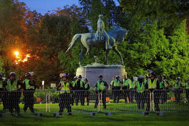 Монументальный сдвиг: Байден отменил указы Трампа о защите памятников