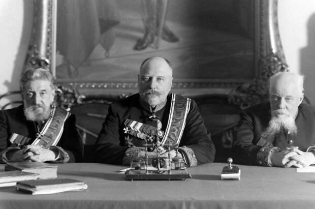 Алексей Борисович Нейдгардт (в центре), праправнук А. В. Суворова.