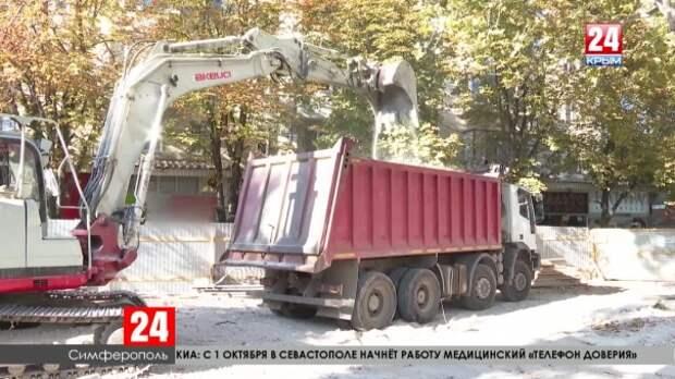 В скандально известном торговом центре Симферополя приступили к демонтажу нижних этажей