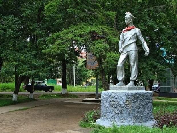 В Глазове отреставрируют памятник Павлику Морозову